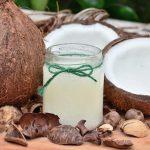 Olio di cocco: un grasso sano o da usare con cautela?